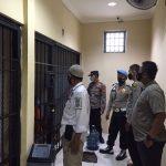 Wapawas Polresta Tangerang Cek Ruang Tahanan, ingatkan Petugas jaga tahanan agar meningkatkan Kewaspadaan